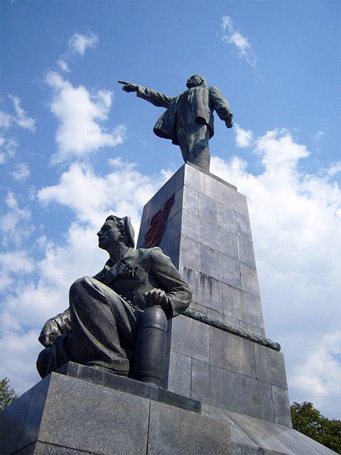 Памятник Ленину в Севастополе — путеводитель по отдыху в Крыму